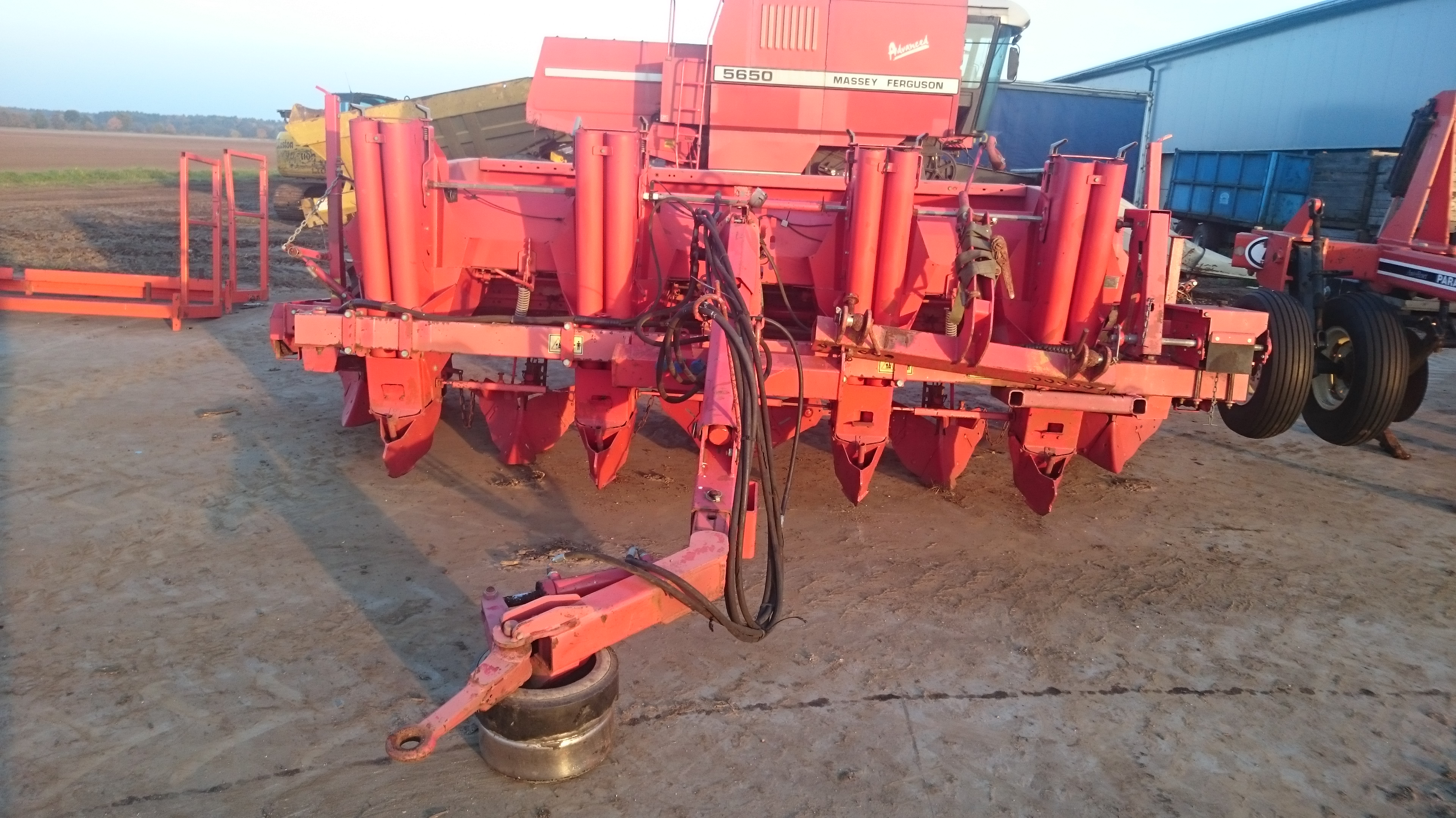 Kverneland underhaug 3200 4 row potato planter