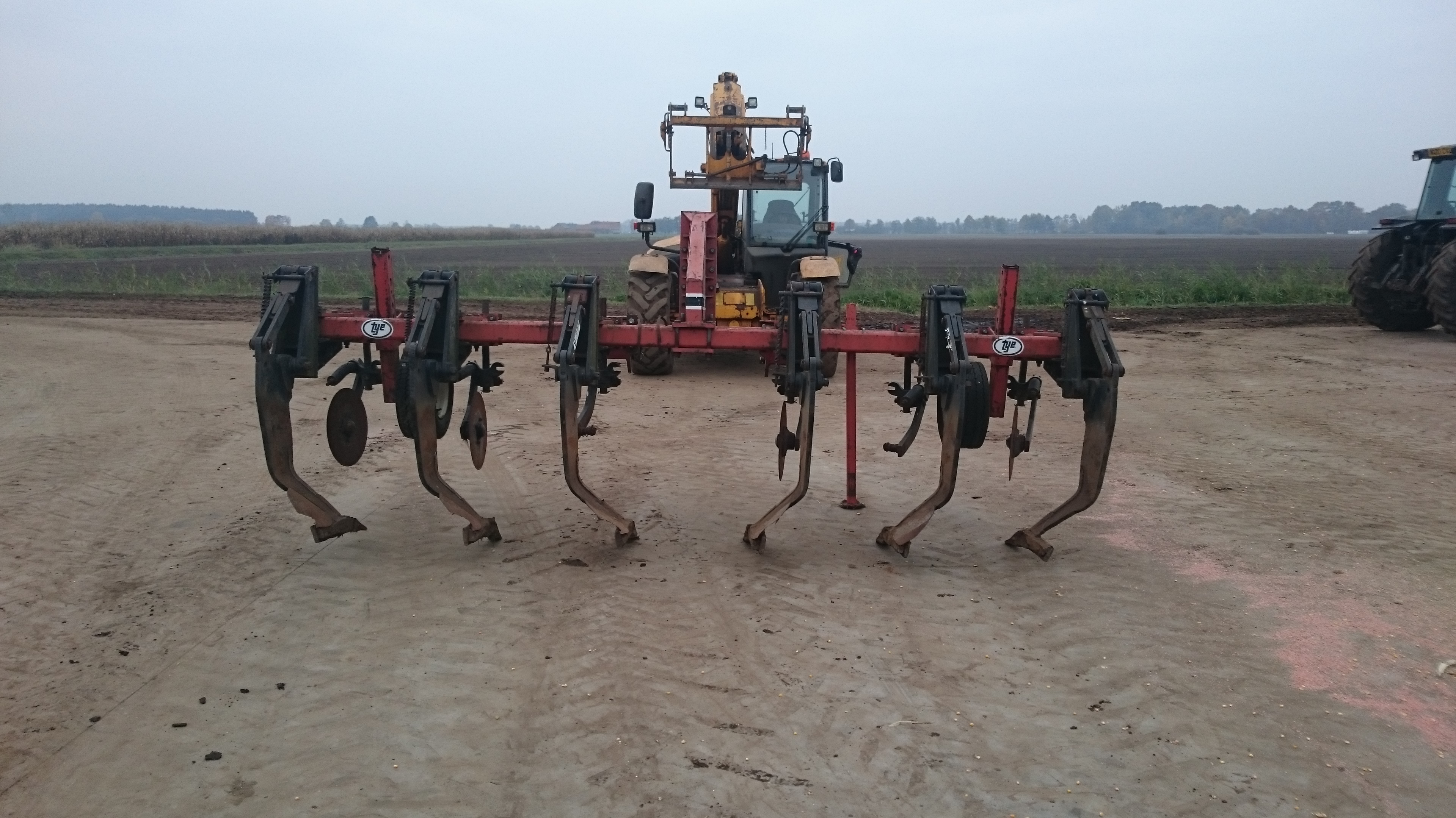 Heavy duty curved leg subsoiler